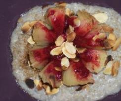 Nénuphare de pommes aux fruits rouges sur rizière de lait