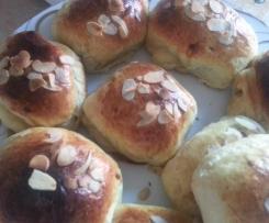 Petits pains briochés au beurre de cacahuète et noix
