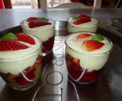 Verrines fraise-rhubarbe à la crème de mascarpone