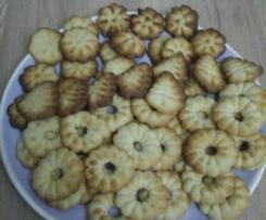 Biscuits à la vanille avec un presse biscuit