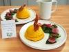 Dômes de polenta farcis aux diots et aux épinards, sur biscuits au Beaufort, et leur sauce aux betteraves