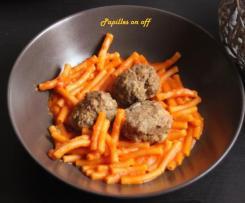 Macaronis à la sauce tomate et leurs boulettes de viande