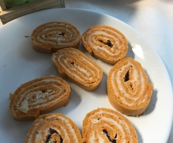 Biscuit roulé rouge et blanc de Noël