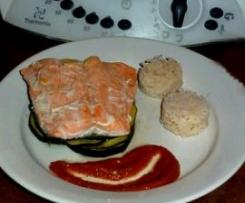 Papillote de saumon et courgettes, sauce aubergine et chorizo
