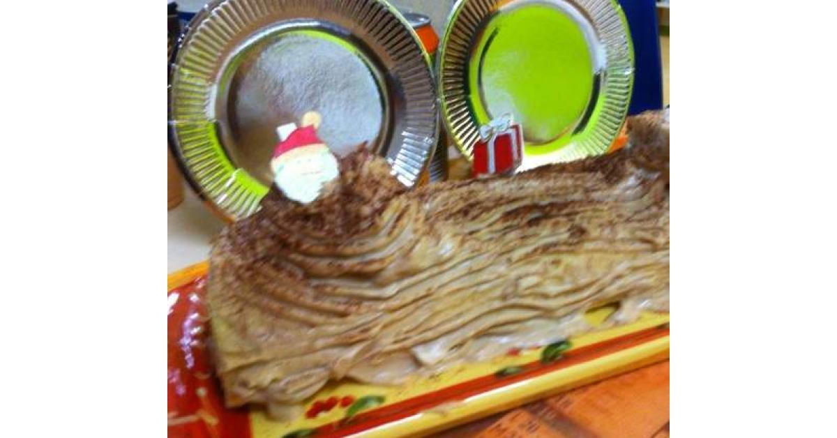 Bûche de Noël à la crème de marrons et brisure de marrons glacés par  Papilles,on,off. Une recette de fan à retrouver dans la catégorie Desserts