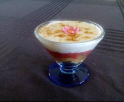 Trifles à la rhubarbe et au yaourt