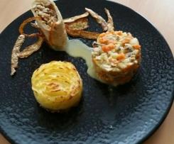 Filet de Pintade et sa farce fine, embeurrée de pommes de terre sur effilochée de pintade et ses petits légumes