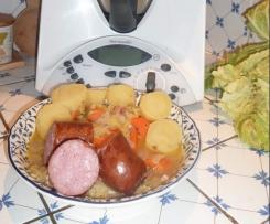 Potée au choux et saucisson de Morteau